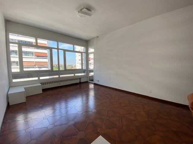 TREZZANO SUL NAVIGLIO, Квартира на продажу из 105 Км, Xорошо, Отопление Централизиванное, Класс энергосбережения: G, Epi: 175 kwh/m2 год, на земле 3°, состоит из: 3 Помещения, Отдельная кухня, , 2