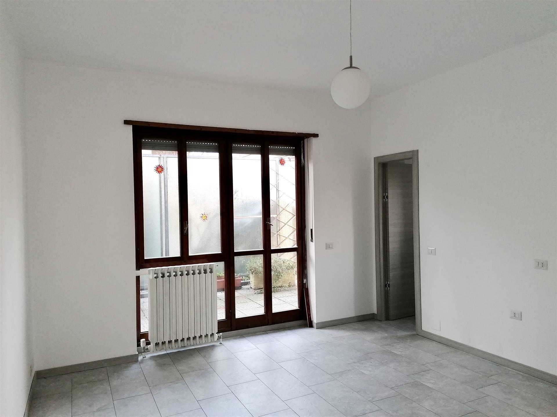 Appartamento in affitto a Monza, 1 locali, zona Zona: 1 . Centro Storico, San Gerardo, Via Lecco, prezzo € 650 | CambioCasa.it