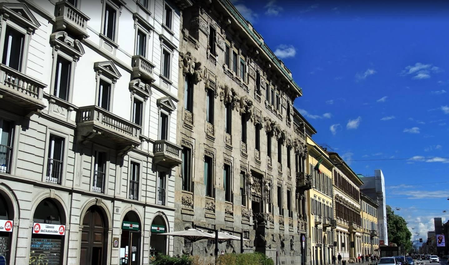 San Babila - Montenapoleone - In stabile signorile con portineria full time , Proponiamo in vendita splendida soluzione di 300 mq ca con terrazzo al piano . La soluzione in ottime condizioni è così