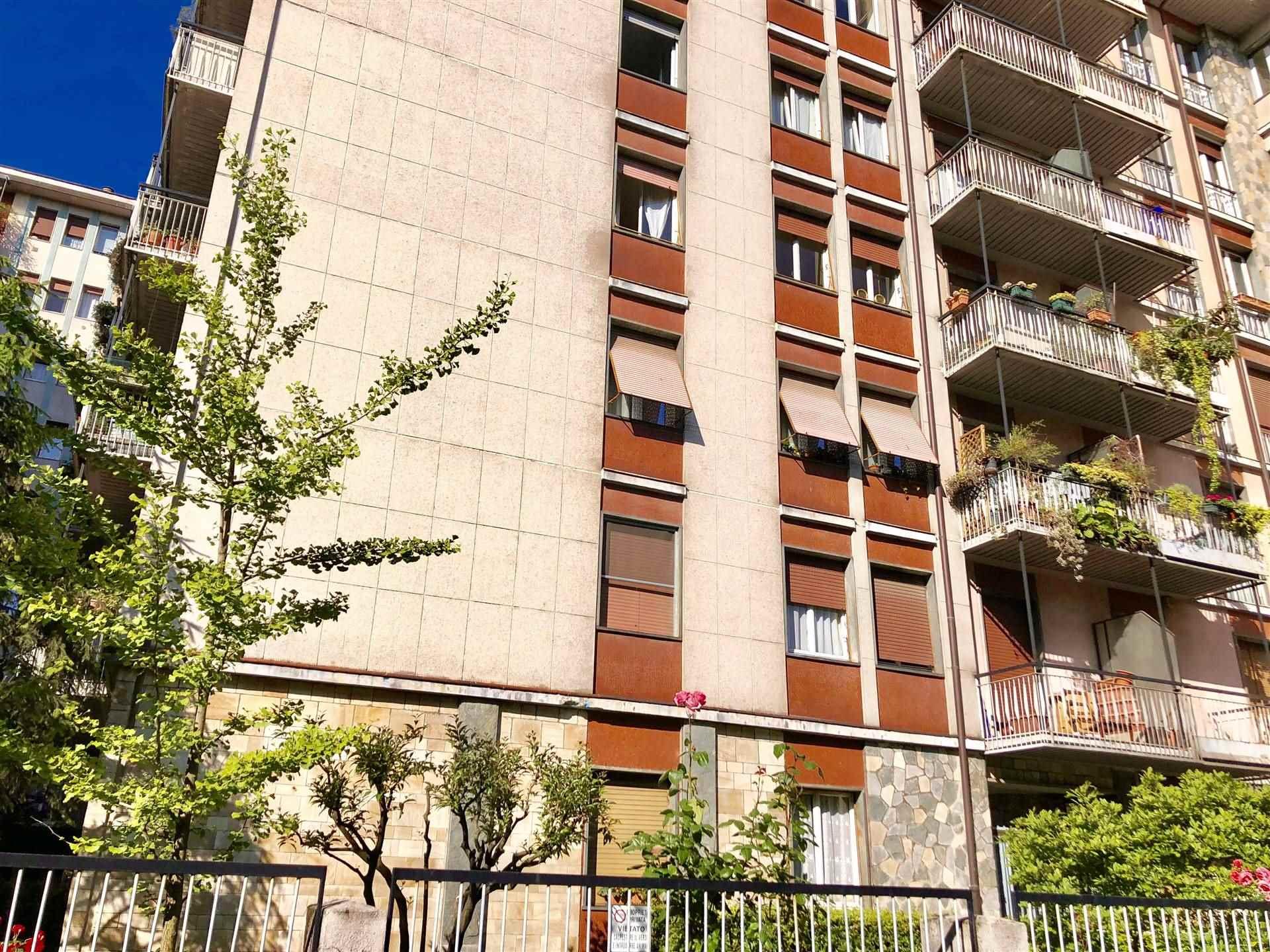 PIAZZA CANEVA / VIA TOLENTINO - In stabile signorile anni '60 con giardino condominiale e servizio di portineria proponiamo monolocale ristrutturato