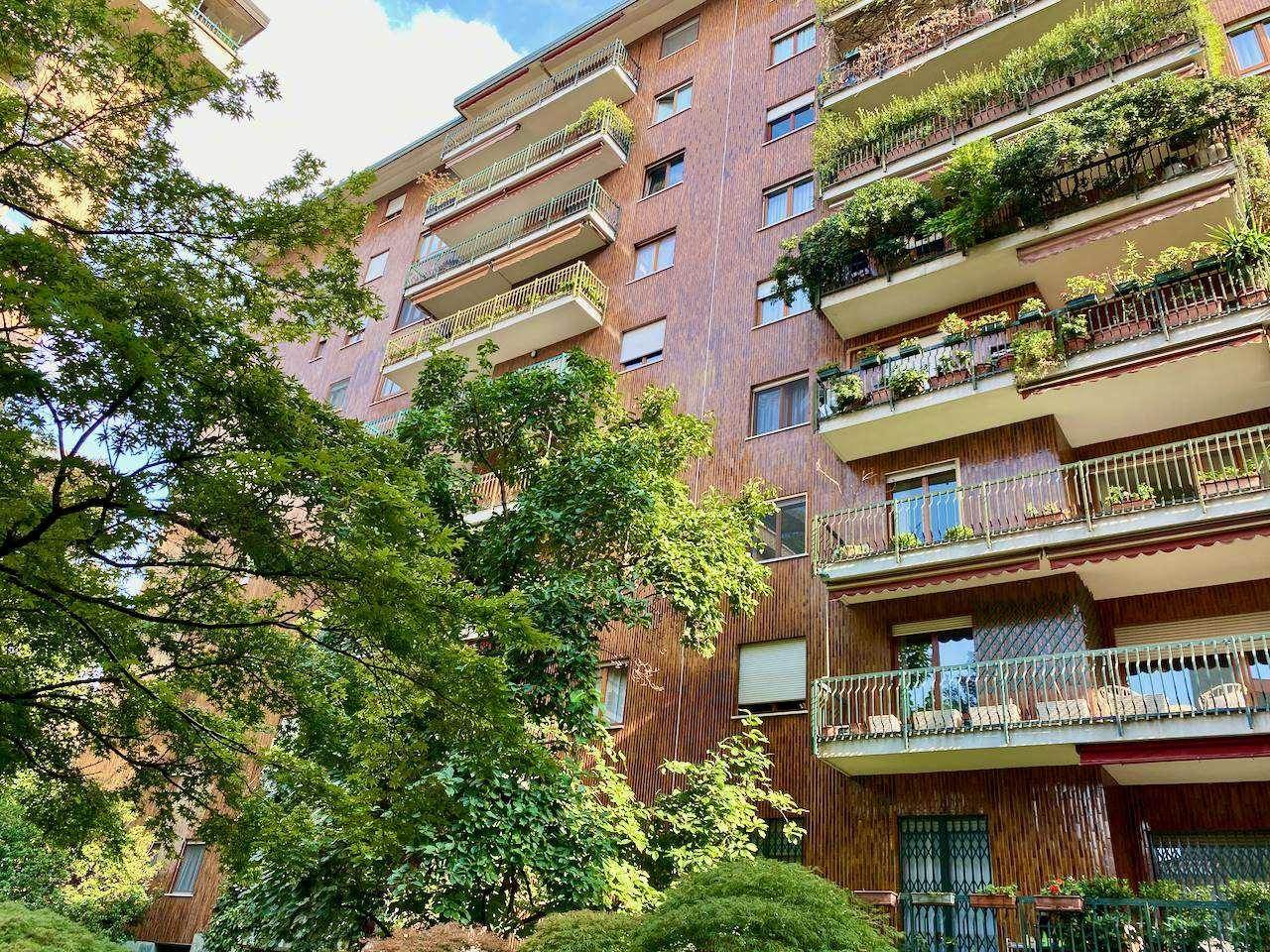 SEMPIONE, MILANO, Квартира на продажу, Отличное, Отопление Централизиванное, Класс энергосбережения: G, Epi: 175 kwh/m2 год, на земле 8° на 9, состоит из: 5 Помещения, Отдельная кухня, , 4 Комнаты, 3