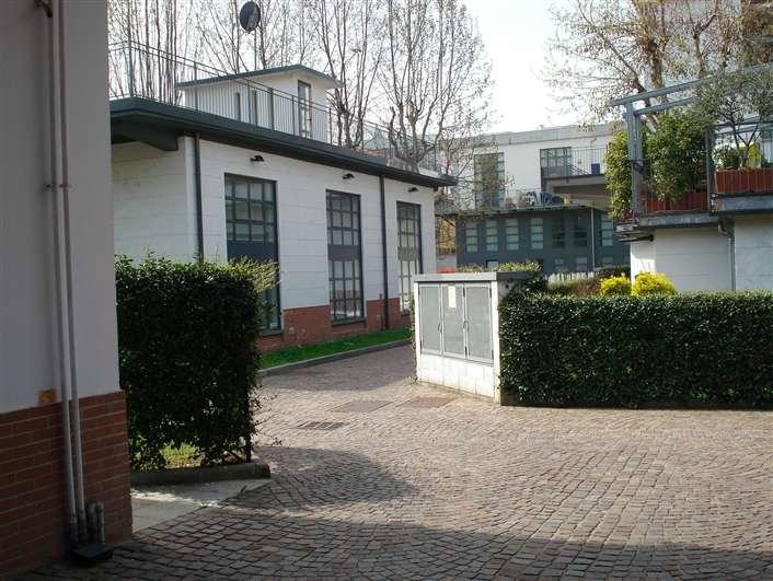 Open space milano in vendita e in affitto cerco loft for Officina garage indipendente