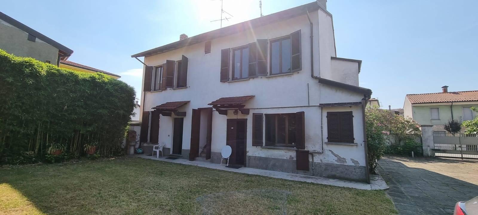Villa in vendita a Motta Visconti, 8 locali, prezzo € 250.000 | PortaleAgenzieImmobiliari.it