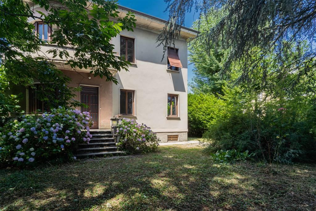 Villa in affitto a Cassano Magnago, 10 locali, zona Zona: Sant'Anna, prezzo € 2.000 | CambioCasa.it