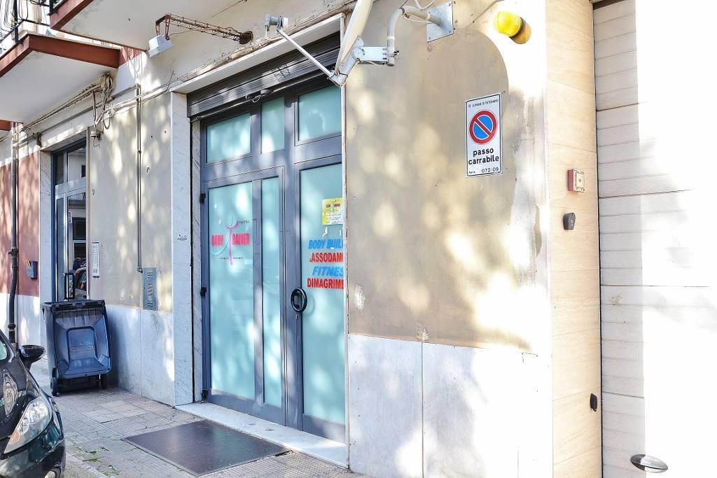 Negozio in Via Cesare Antonelli 11, Putignano
