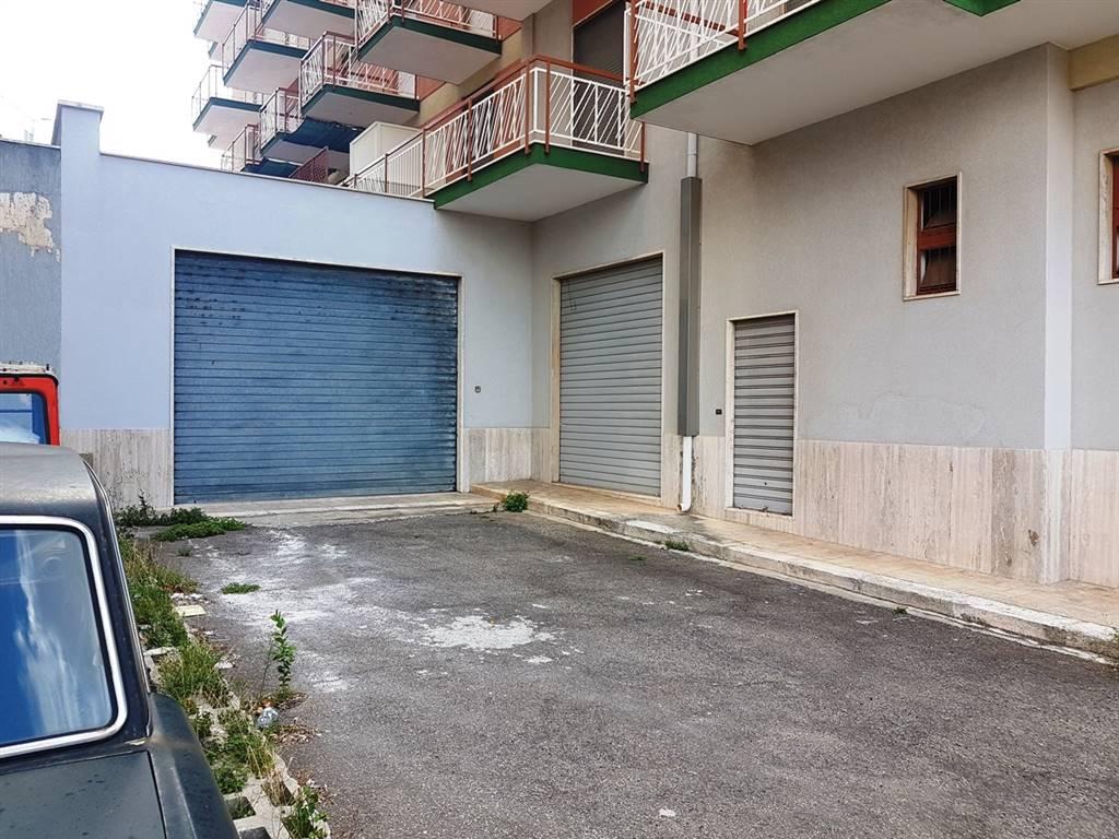 Negozio in Via Cesare Battisti 20, Putignano