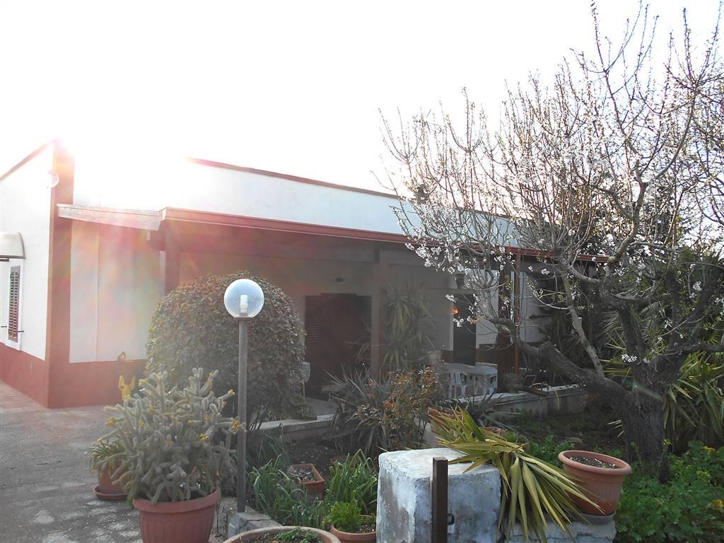 Villa, Noci, ristrutturata