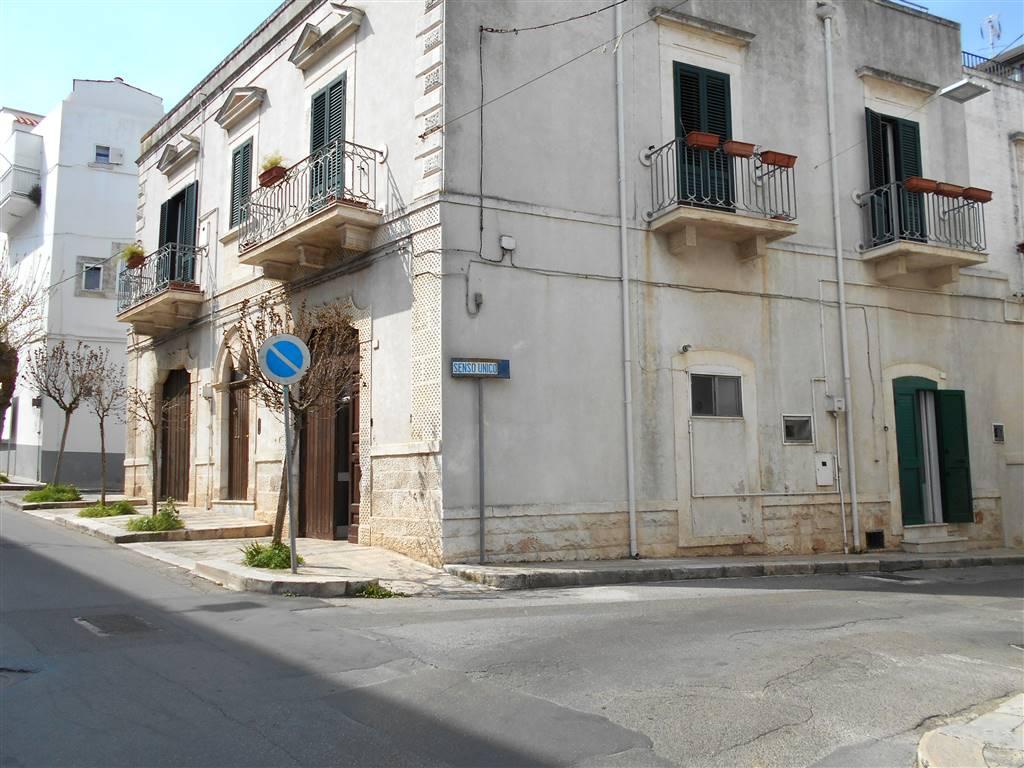 Quadrilocale in Cesare Battisti Angolo Via Pascoli 5, Noci