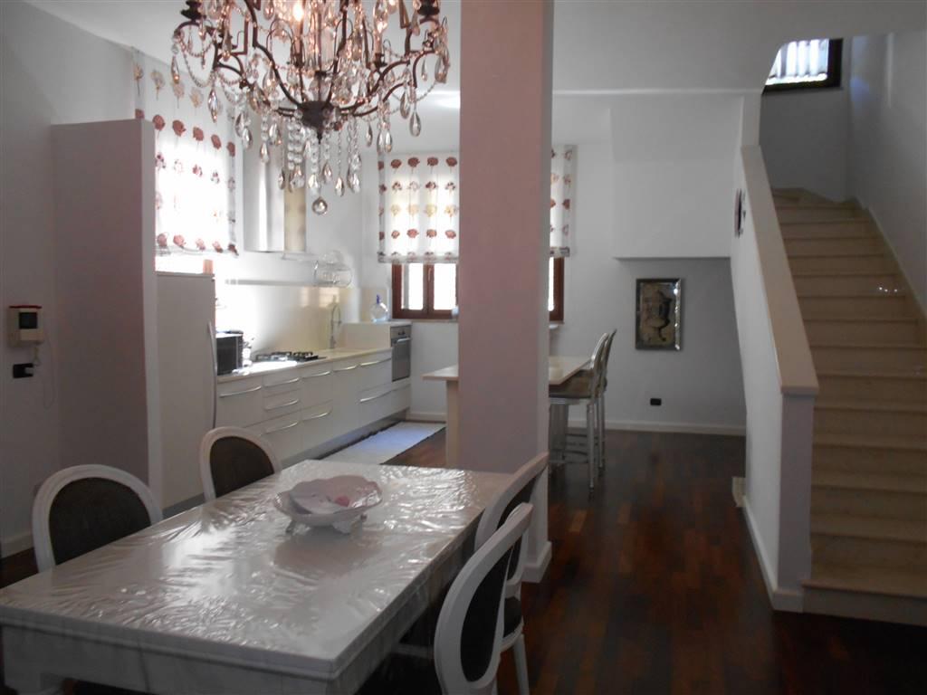 in vendita Villa, Noci, in ottime condizioni, piano ...