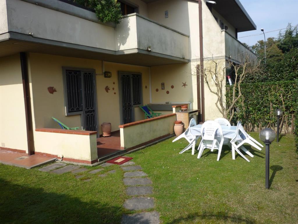 Appartamento in vendita a Montignoso, 3 locali, zona Zona: Cinquale, prezzo € 210.000 | CambioCasa.it