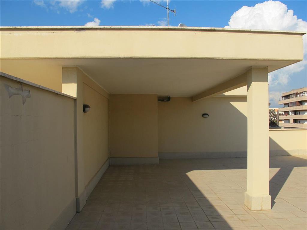 Vendita attico roma trova attici roma in vendita for Case in vendita ponte di nona