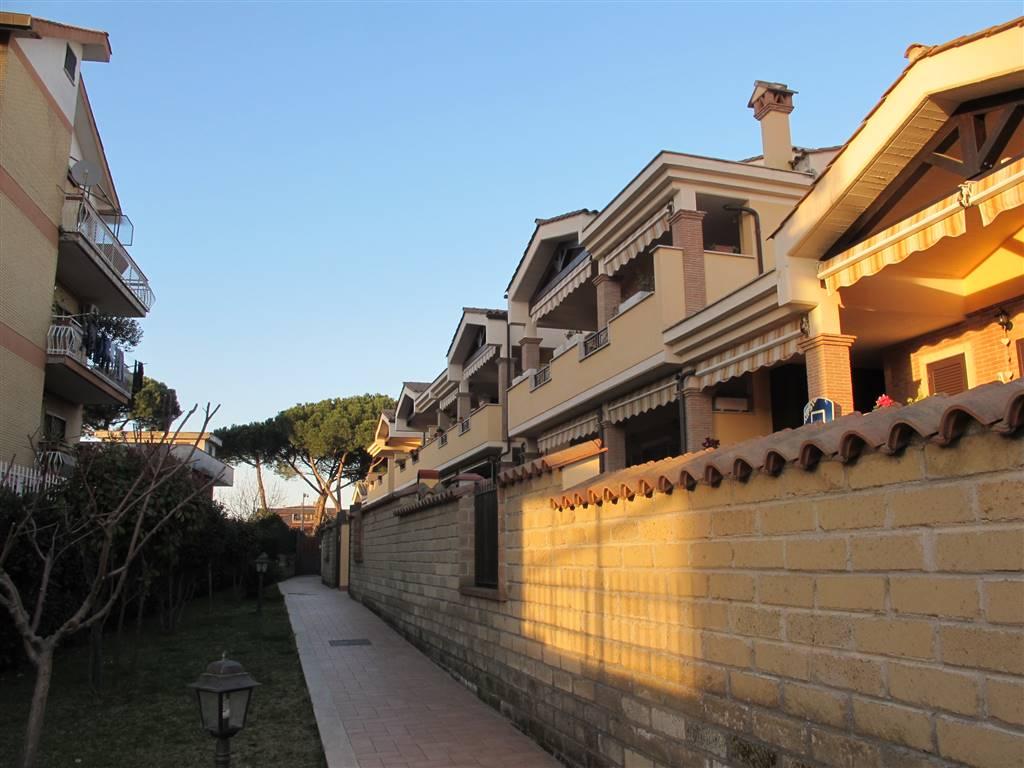 Quadrilocale in Via Teresa Gullace 7, Roma