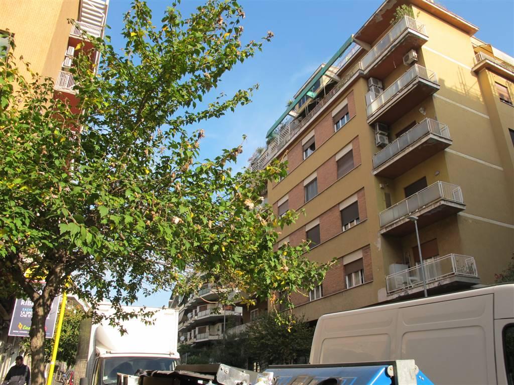 Trilocale in Via Ugo De Carolis  34, Balduina, Trionfale, Montemario, Roma