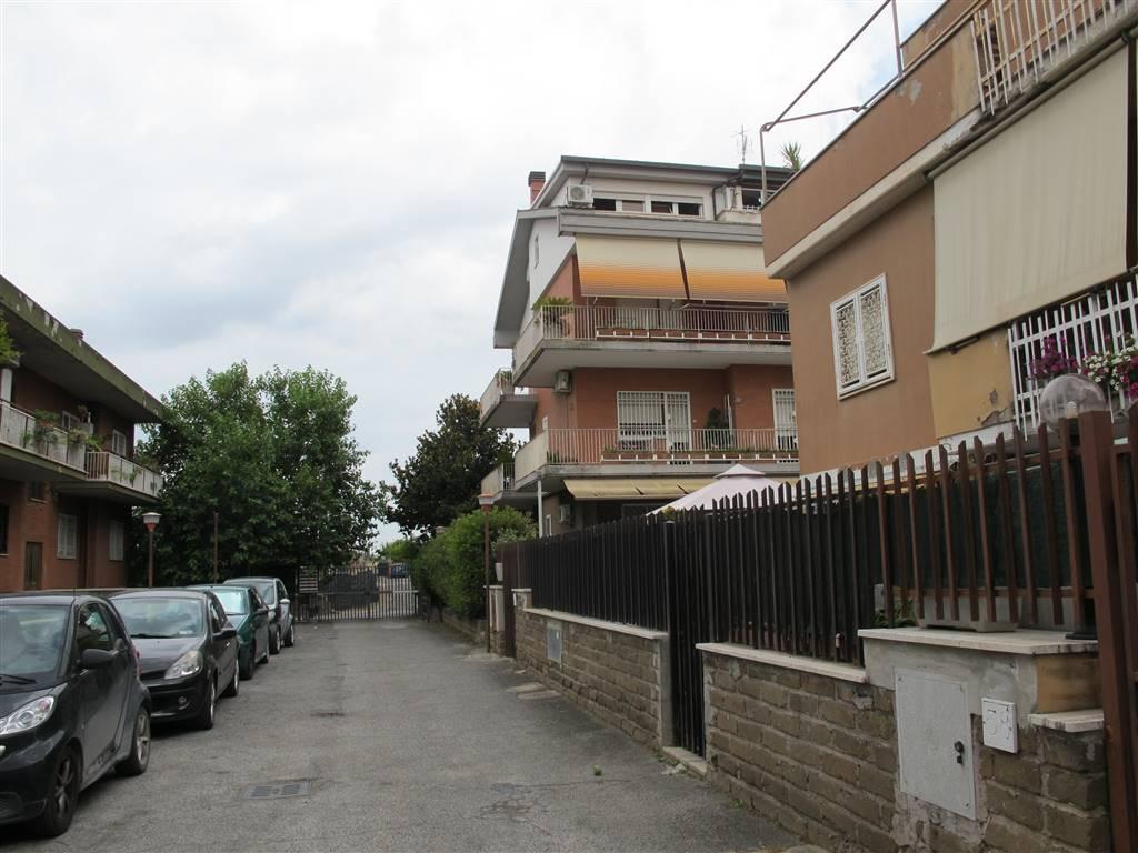 Trilocale in Via Naide 60, Roma