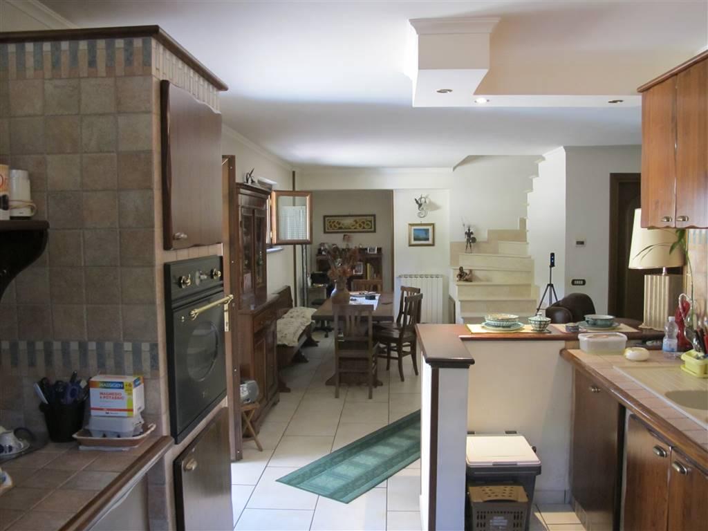 Appartamento in Via Casteggio 66, Roma