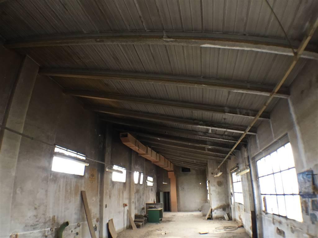 CASTELLO, SIGNA, Laboratorio in vendita di 200 Mq, Da ristrutturare, Riscaldamento Inesistente, Classe energetica: G, Epi: 175 kwh/m3 anno, posto al
