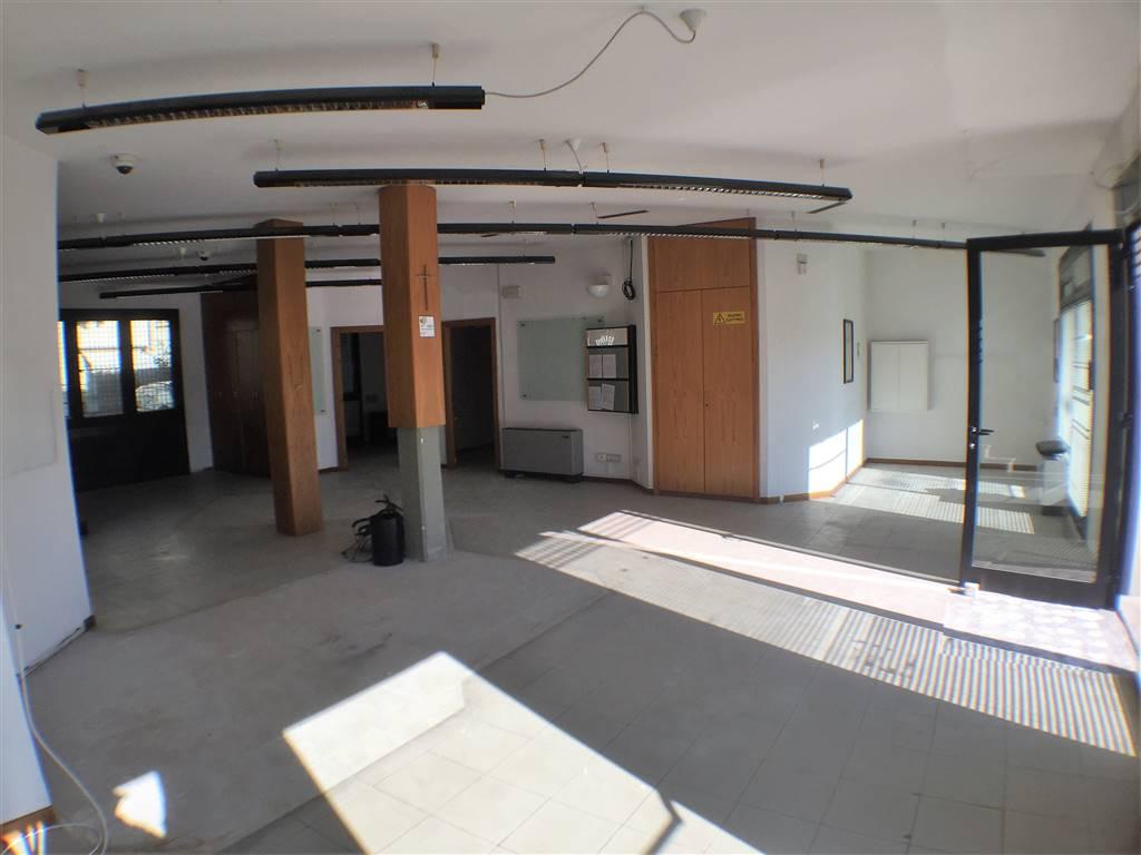LASTRA A SIGNA, Ufficio in affitto di 280 Mq, Buone condizioni, Riscaldamento Autonomo, Classe energetica: G, Epi: 175 kwh/m3 anno, posto al piano