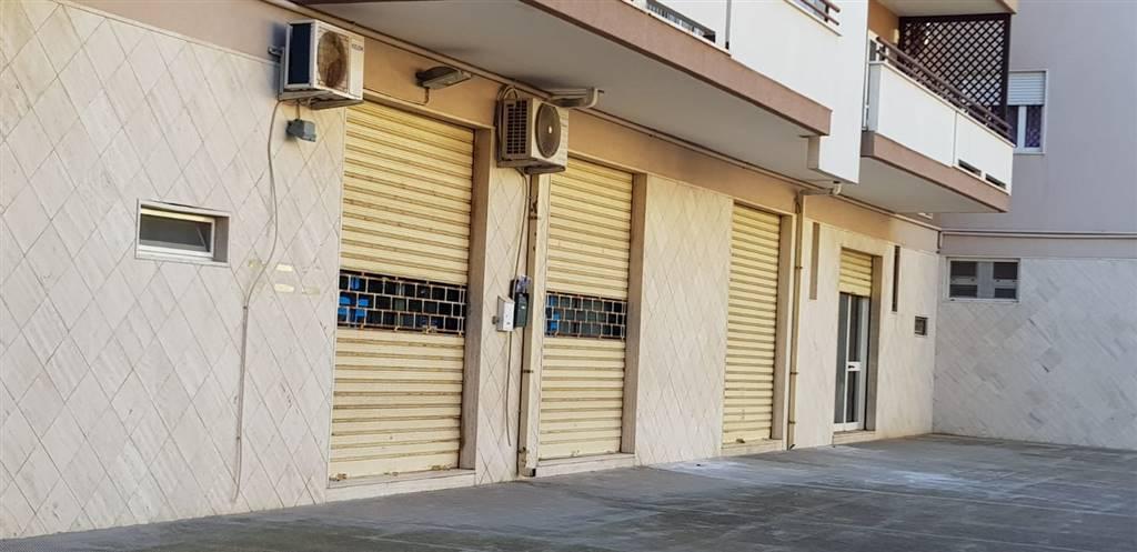 Immobile Commerciale in affitto a Monopoli, 5 locali, zona Località: NORD, prezzo € 700 | CambioCasa.it