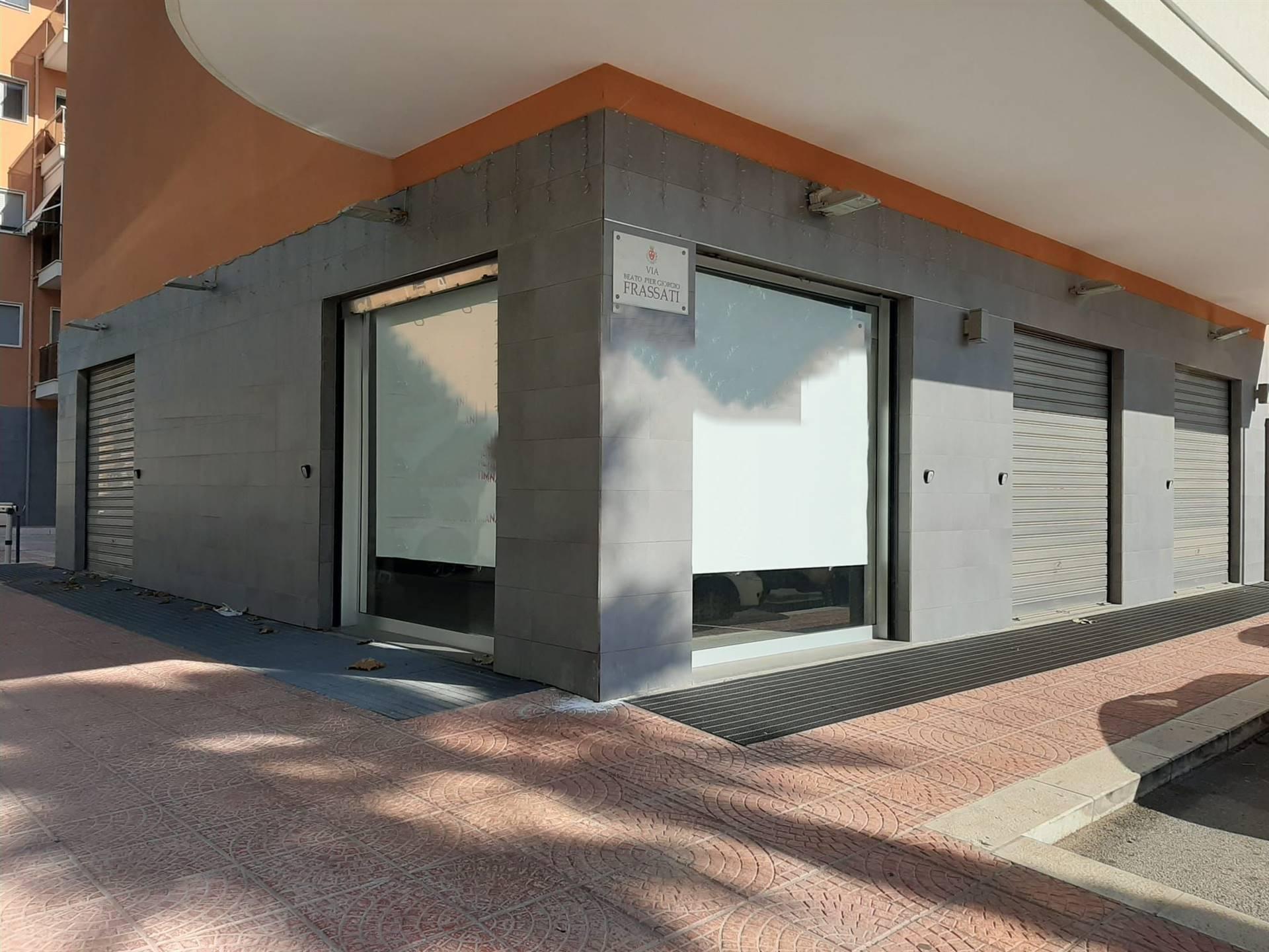Immobile Commerciale in affitto a Monopoli, 2 locali, prezzo € 2.500 | CambioCasa.it
