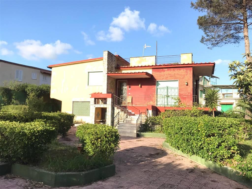 Villa in Viale Boltraffio 49/51, Castel Volturno