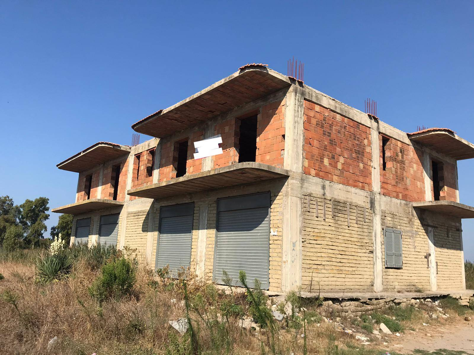 Palazzo / Stabile in vendita a Villa Literno, 10 locali, prezzo € 105.000 | CambioCasa.it