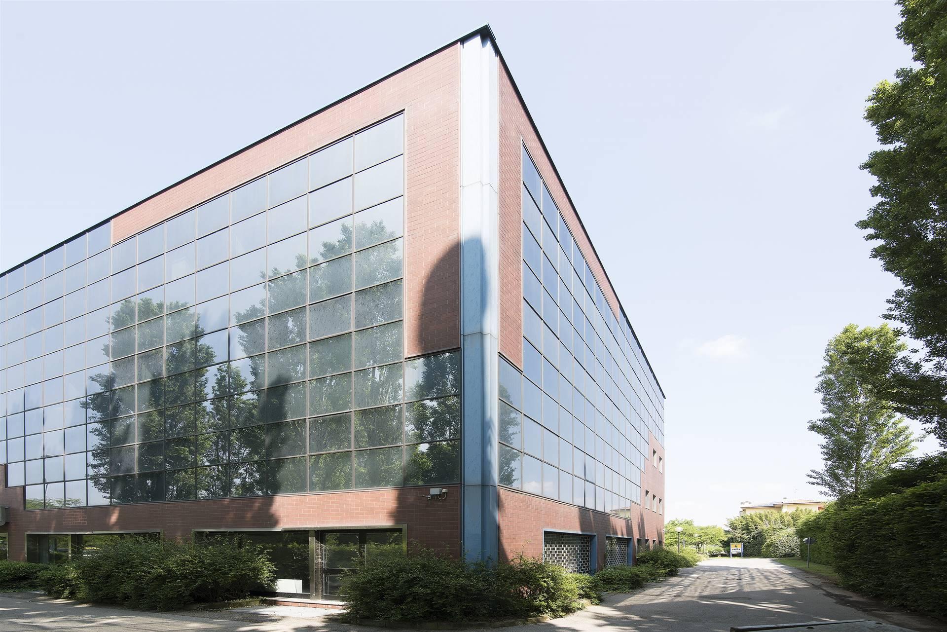 Ufficio / Studio in affitto a Gessate, 10 locali, prezzo € 15.800 | PortaleAgenzieImmobiliari.it