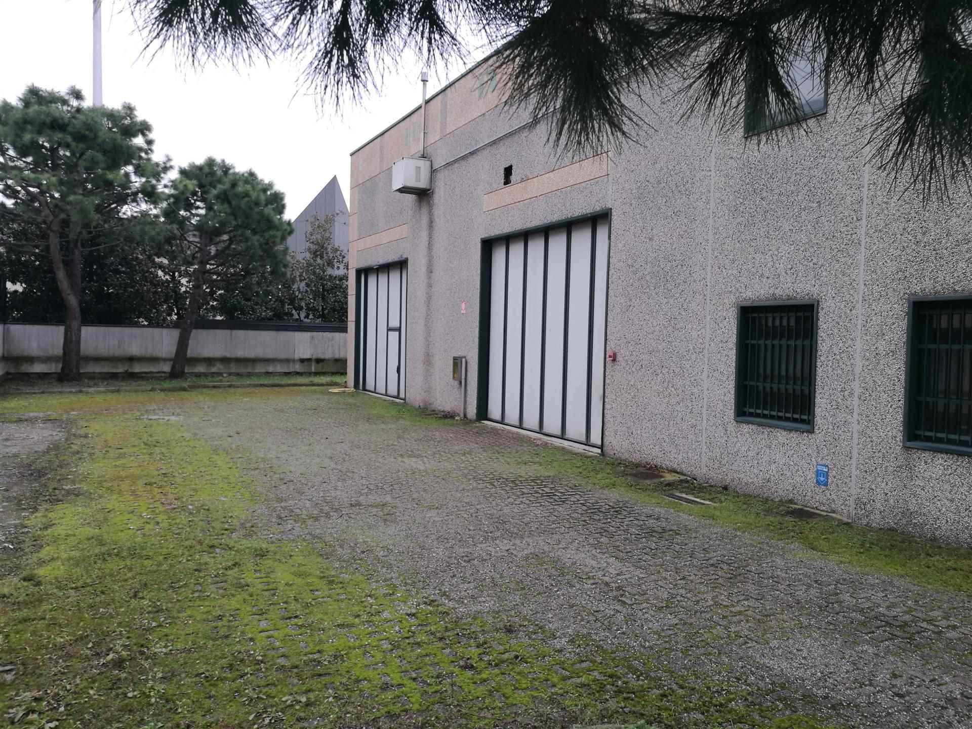 Capannone in vendita a Villasanta, 9999 locali, prezzo € 430.000 | CambioCasa.it