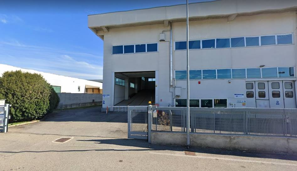 Capannone industriale a LAZZATE