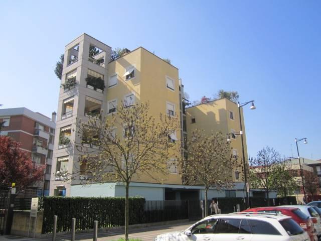 Bilocale in Via De Roberto 26, Certosa, Quarto Oggiaro, Villa Pizzone, Milano