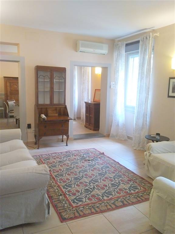 SANT' AMBROGIO, FIRENZE, Penthouse for rent of 200 Sq. mt., Excellent Condition, Heating Individual heating system, Energetic class: G, Epi: 175
