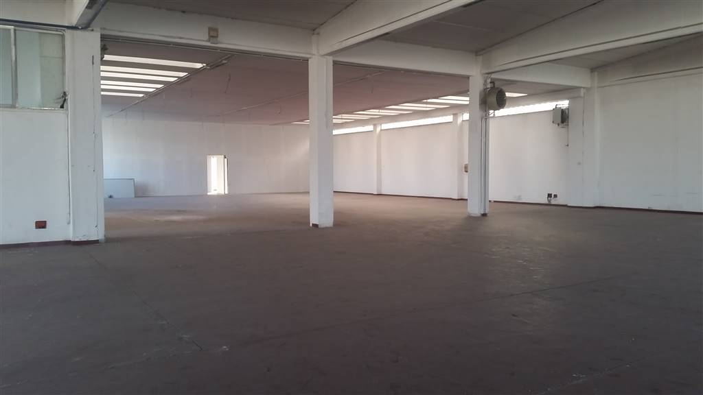 Warehouse in BRUGHERIO 600 Sq. mt. | Garden 700 Sq. mt.