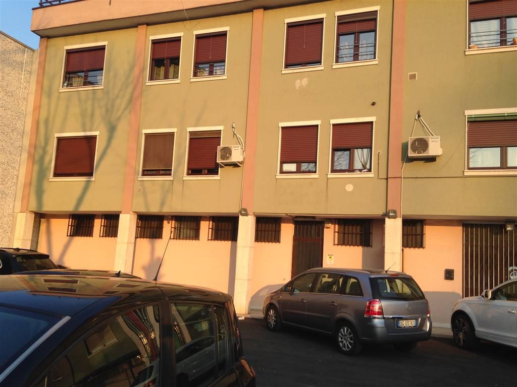 Capannone in vendita a Cologno Monzese, 9999 locali, prezzo € 650.000 | PortaleAgenzieImmobiliari.it