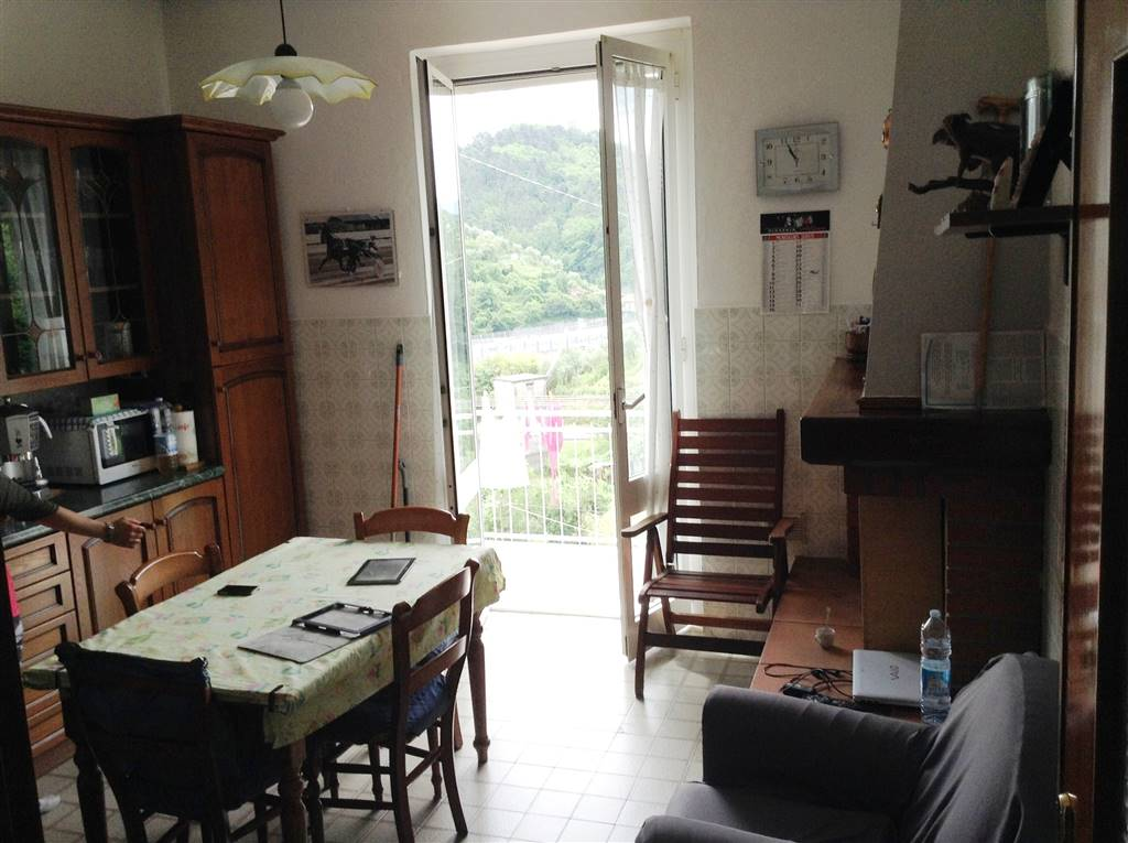 Appartamento a VEZZANO LIGURE