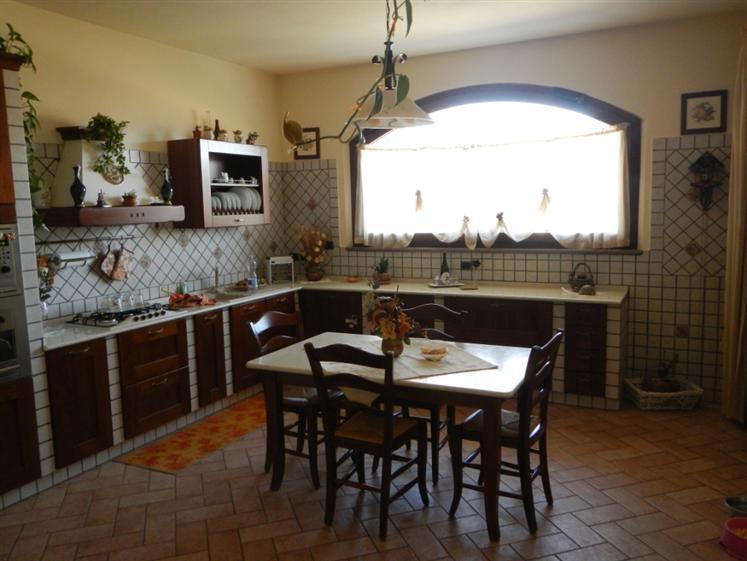 Villa in vendita a Castelplanio, 10 locali, Trattative riservate   CambioCasa.it