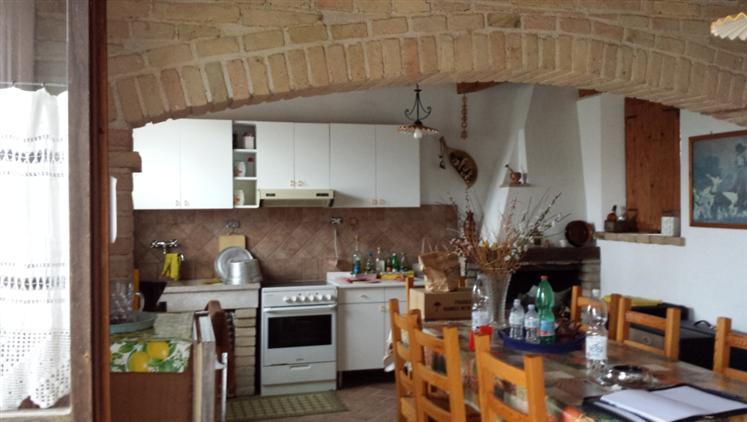 Rustico / Casale in vendita a Morro d'Alba, 5 locali, prezzo € 150.000 | CambioCasa.it