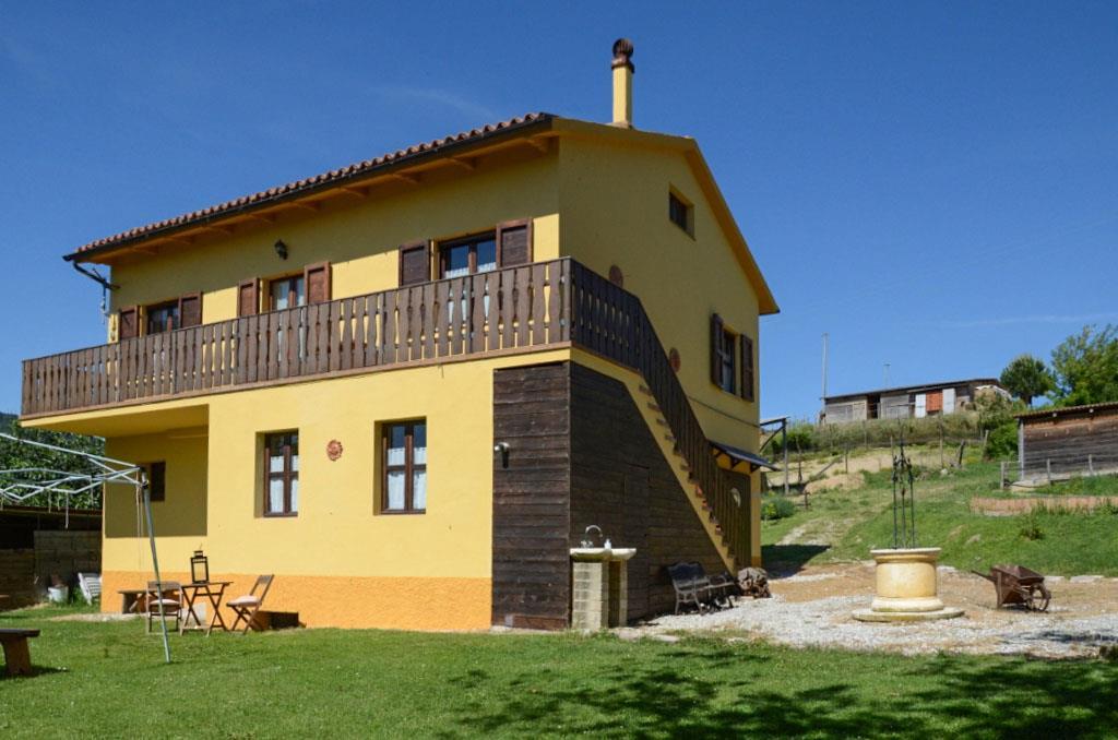 Rustico / Casale in vendita a Arcevia, 6 locali, Trattative riservate | CambioCasa.it