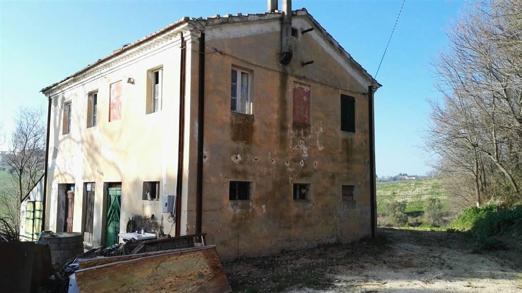 Rustico / Casale in vendita a Santa Maria Nuova, 8 locali, zona Zona: Monti, prezzo € 85.000 | CambioCasa.it