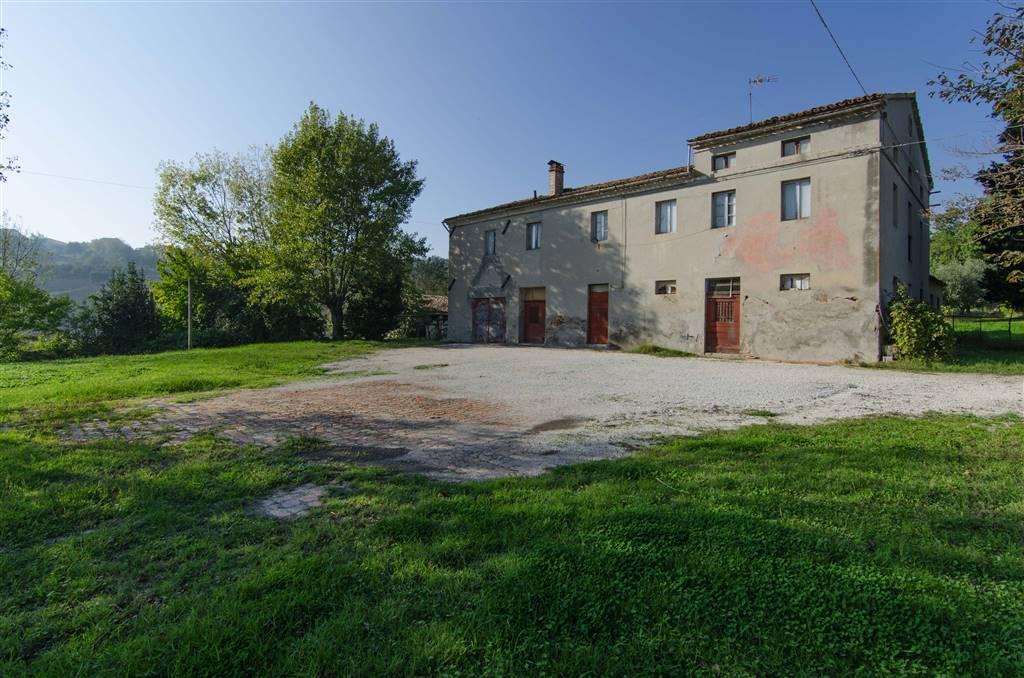 Rustico / Casale in vendita a Santa Maria Nuova, 18 locali, zona Zona: Collina, prezzo € 179.000 | CambioCasa.it