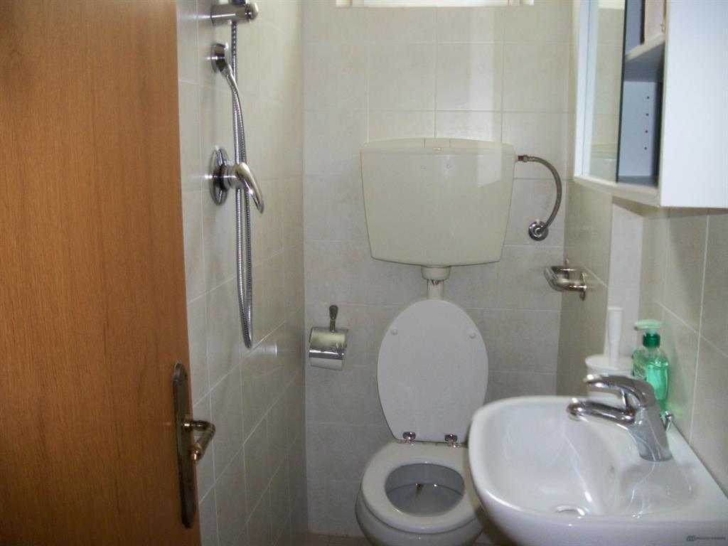Affitto casa semi indipendente viareggio abitabile for Siti di case in affitto