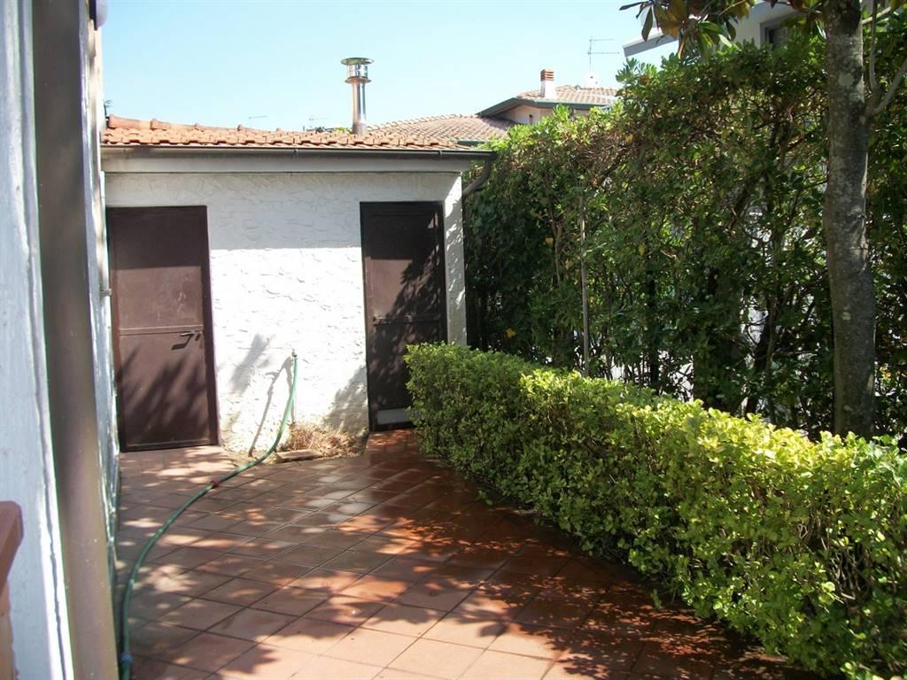 Vendita casa semi indipendente torre del lago puccini for Lotti in piano casa fronte lago