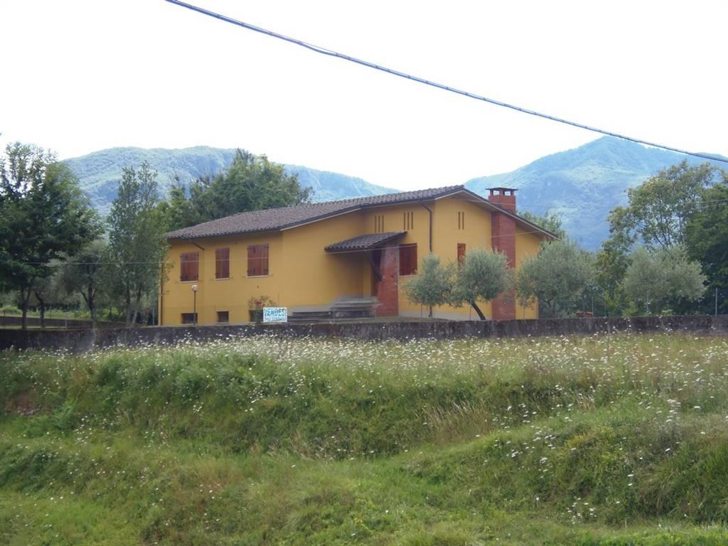 Villa, Loppia, Barga