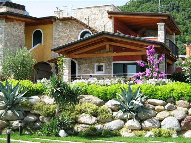 Casa Con Giardino In Affitto Brescia : Case gaino toscolano maderno in vendita e affitto
