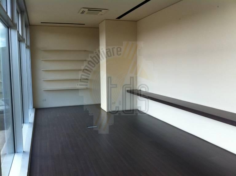 Ufficio / Studio in affitto a Montevarchi, 3 locali, zona Zona: Ipercoop, prezzo € 1.300   CambioCasa.it