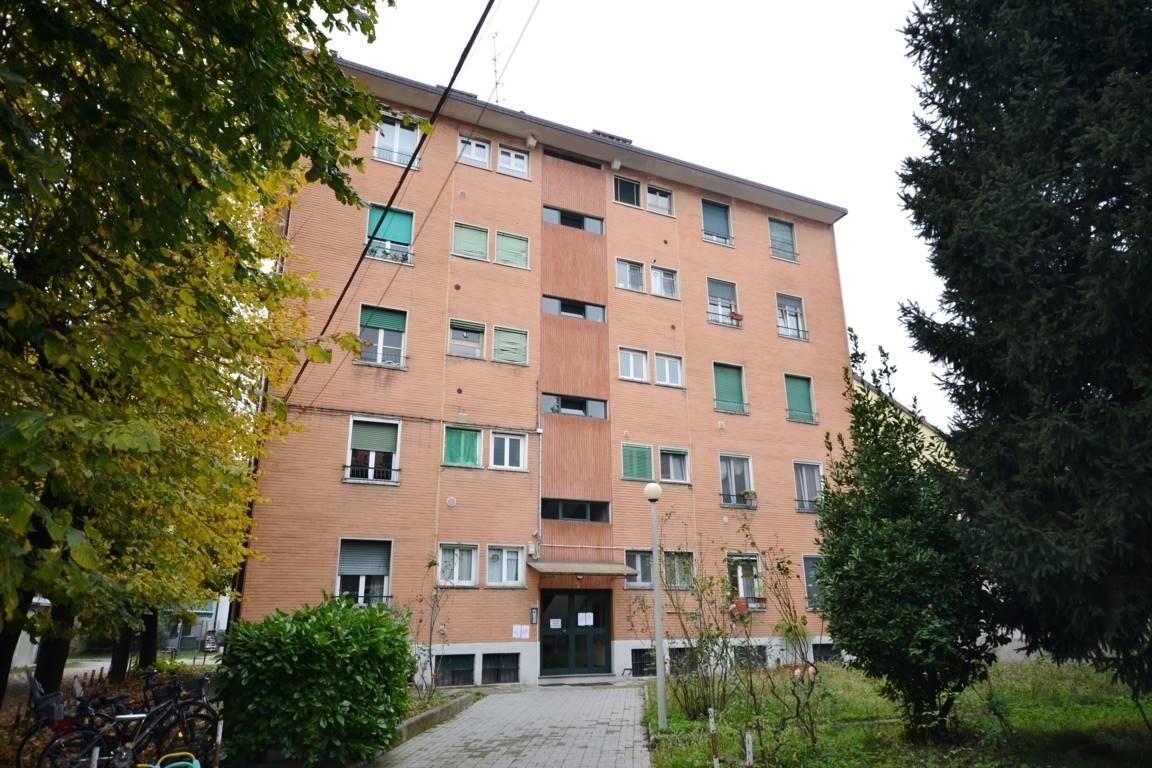 CINISELLO BALSAMO Vendesi 2 locali e servizi. Appartamento adatto a giovani coppie in zona piazza Gramsci a pochi passi da metro-tramvia e mezzi di