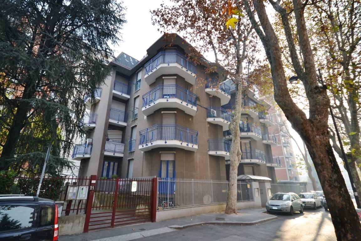 Cinisello Balsamo vendesi 2 locali zona centrale Appartamento posizionato in zona molto servita e a due passi dalla piazza Gramsci, in palazina medio
