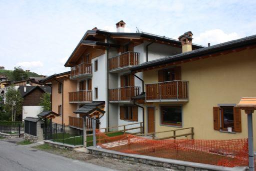 Villa a Schiera in vendita a Colere, 3 locali, prezzo € 195.700 | CambioCasa.it