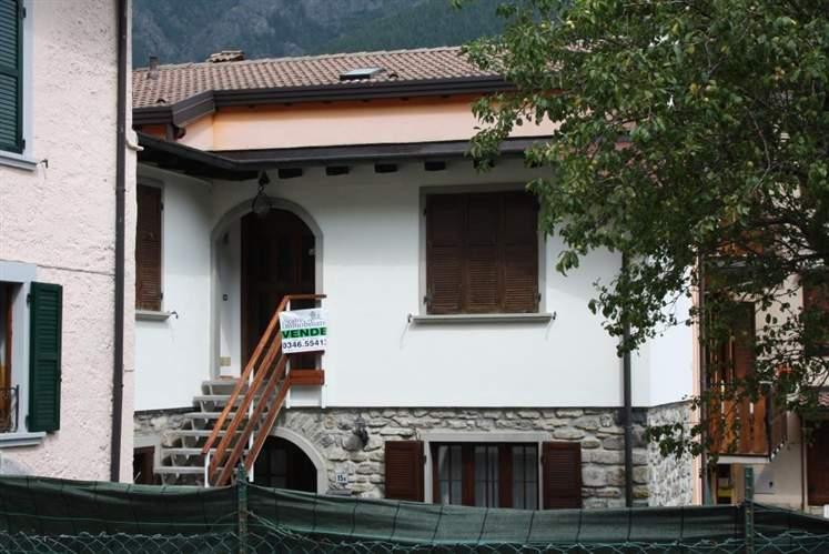 Appartamento in vendita a Schilpario, 3 locali, zona Zona: Pradella, prezzo € 79.000 | CambioCasa.it