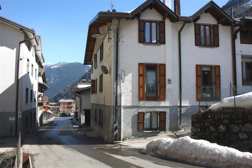 Appartamento in vendita a Colere, 4 locali, prezzo € 79.000 | CambioCasa.it