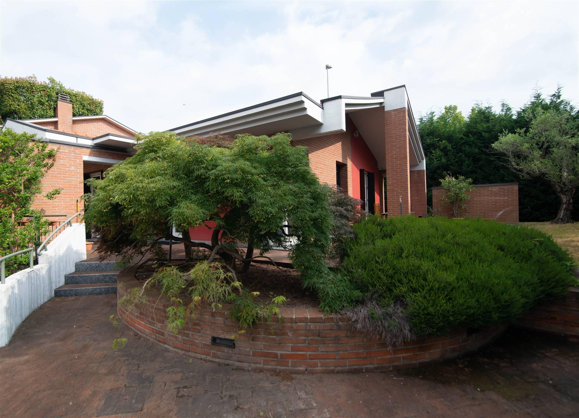 Villa in vendita a Saronno, 5 locali, Trattative riservate   PortaleAgenzieImmobiliari.it