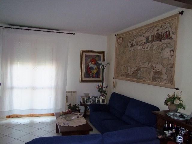Appartamento in vendita a Rufina, 5 locali, prezzo € 240.000 | CambioCasa.it